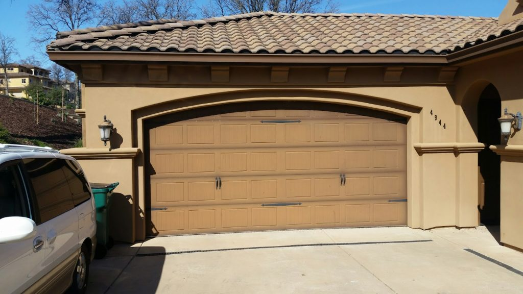 Astounding wooden carriage garage doors images exterior for Abc garage doors houston